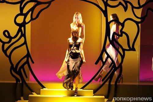 Модный показ новой коллекции Versace. Весна / лето 2014