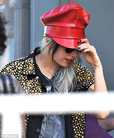Скромные туфли Lady GaGa