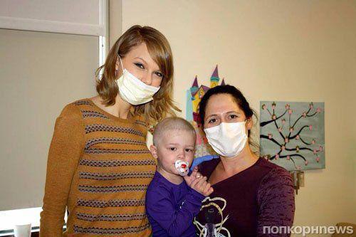Тейлор Свифт посетила детский онкологический центр