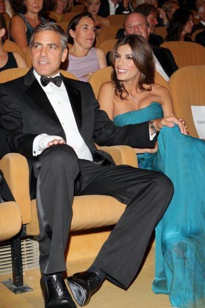 Джордж Клуни подарил своей девушке кольцо