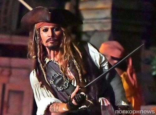 Джонни Депп в костюме капитана Джека Воробья посетил Диснейленд