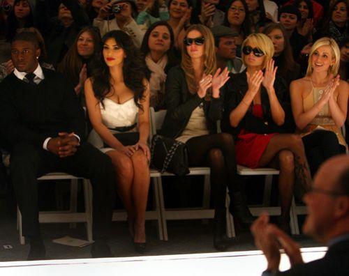 Ким Кардашян и сестры Хилтон на показе Трэйси Риз