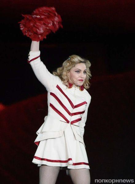 Мадонна отчитала фаната за курение