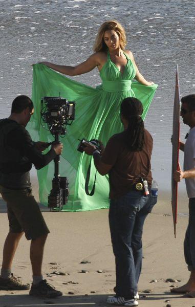 Бейонсе снимает на пляже новый клип