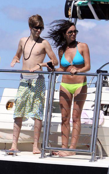Джастин Бибер и Жасмин Виллегас на Гавайях