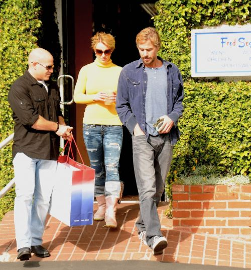 Бритни Спирс гуляет с возлюбленным по магазинам