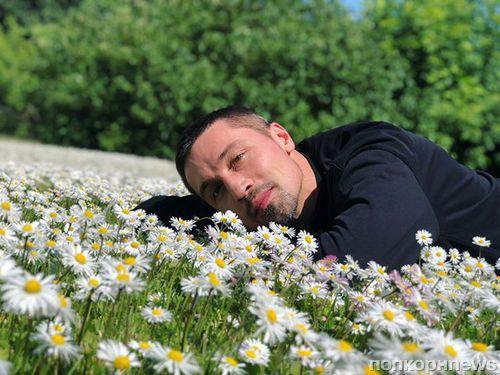 Дима Билан устроил импровизированную фотосессию на природе