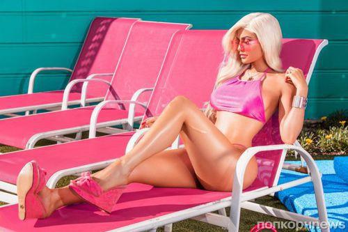 Кайли Дженнер примерила образ куклы Барби в новой фотосессии