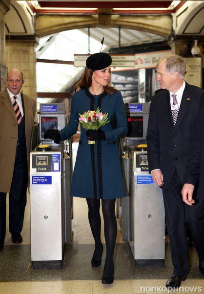 Кейт Миддлтон и Елизавета II прокатились в метро
