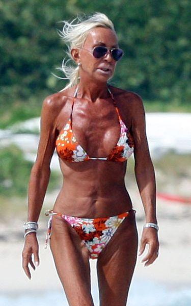 Донателла Версаче на пляже