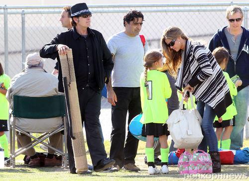 Чарли Шин и Дениз Ричардс: семейный пикник
