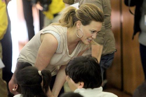 Хилари Дафф накормит детей Лос-Анджелеса