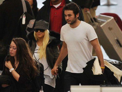 Кристина Агилера и Мэттью Раттлер в аэропорту Лос-Анджелеса