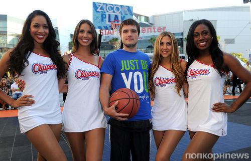Джош Хатчерсон на благотворительном матче по баскетболу