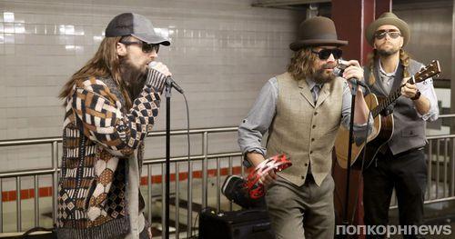 Адам Левин дал бесплатный концерт в нью-йоркском метро