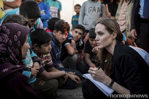 Анджелина Джоли посетила сирийских беженцев в Иордании