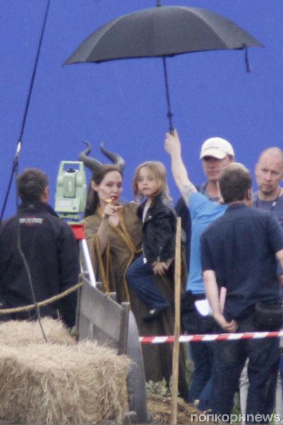 Вивьен и Нокс Джоли-Питт навестили маму на съемочной площадке «Малефисента»