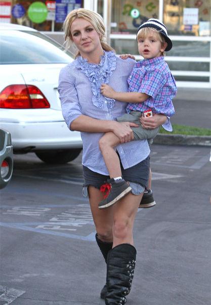 Заботливая мама Бритни Спирс