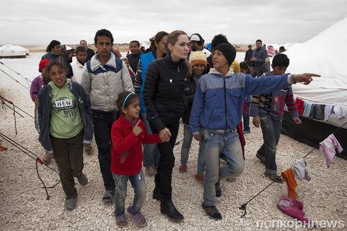 Анджелина Джоли и Брэд Питт пожертвовали 50 тысяч долларов сирийским беженцам