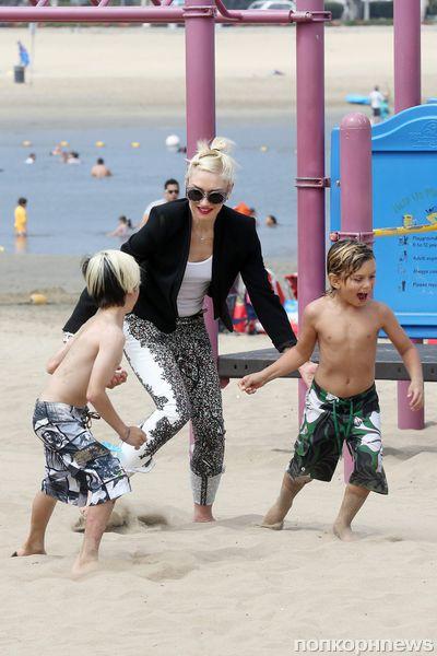 Гвен Стефани с сыновьями на пляже Марина Дель Рей