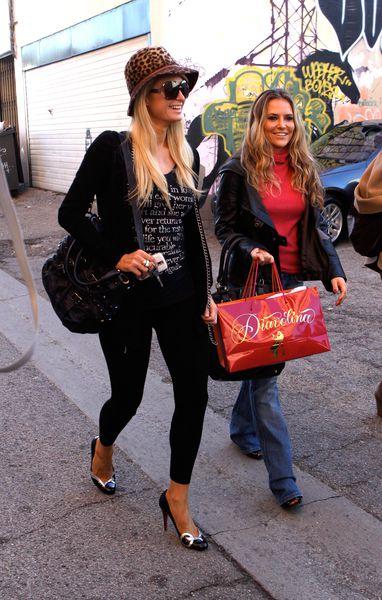 Пэрис Хилтон и Ко: прогулка по магазинам