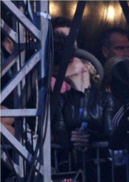 Хесус и Мадонна целуются на концерте Jay-Z