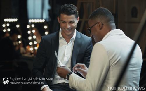 Криштиану Роналду поет в рекламе банка