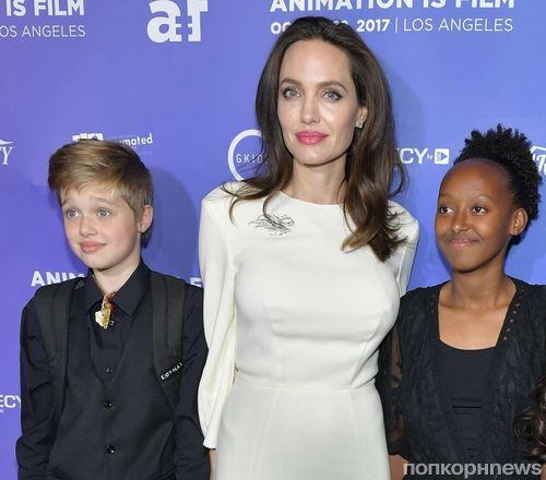 Фото: Анджелина Джоли привела дочерей на премьеру мультфильма «Добытчик»