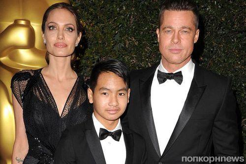 Анджелина Джоли усыновила седьмого ребенка в Камбодже?