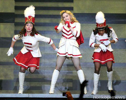 Мадонна упала во время выступления