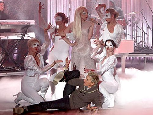 Видео: Lady GaGa на шоу Эллен ДеДженерес