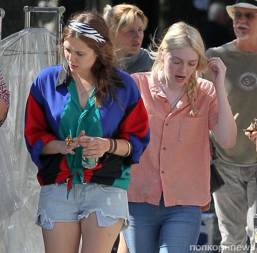 """Элизабет Олсен и Дакота Фаннинг на съемках фильма """"Очень хорошие девочки"""""""
