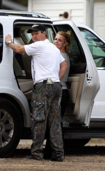 Бритни Спирс передразнивает своего отца