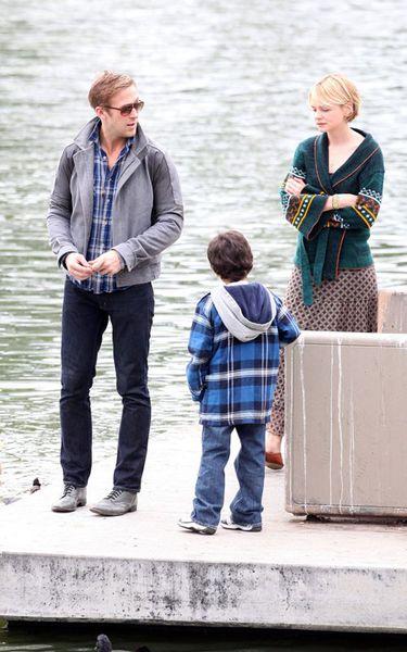 Райан Гослинг и Кэри Маллиган кормят уточек в парке