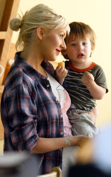 Кристина Агилера разрывается между семьей и работой