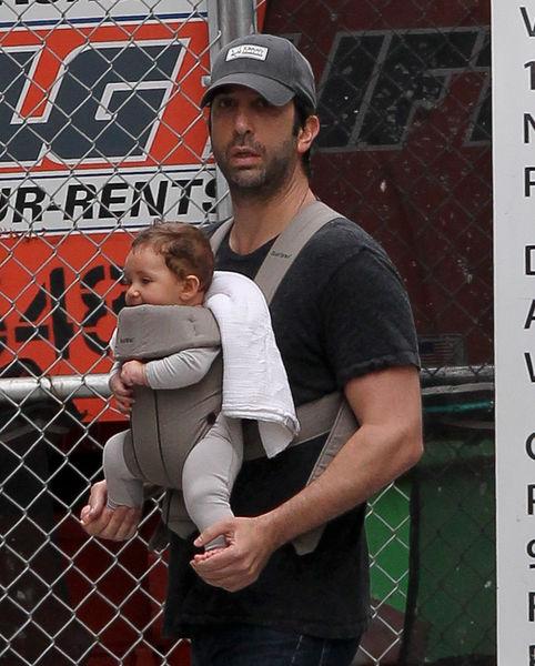 Дэвид Швиммер с дочерью в Нью-Йорке