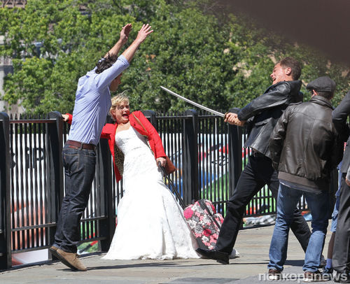 Пол Радд и Эми Полер на съемках фильма They Come Together