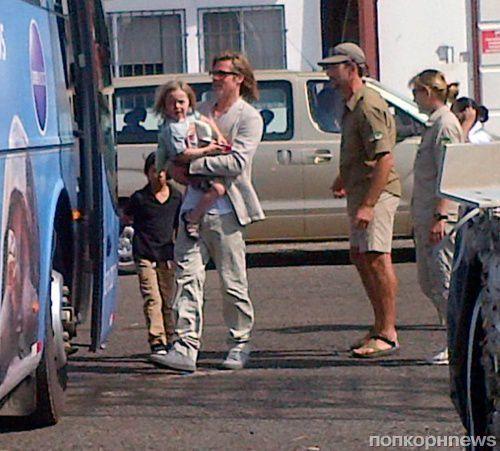 Брэд Питт и Анджелина Джоли отправились на Эквадор