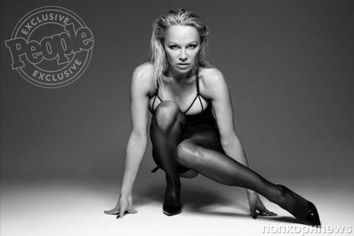 49-летняя Памела Андерсон снялась в рекламе нижнего белья