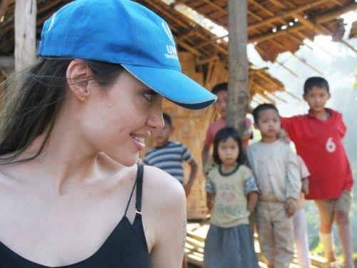 Анджелина Джоли меняет мир. Подборка фото