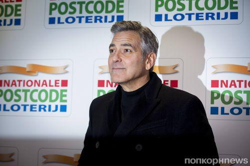 Джордж Клуни подарил родителям щенка из приюта