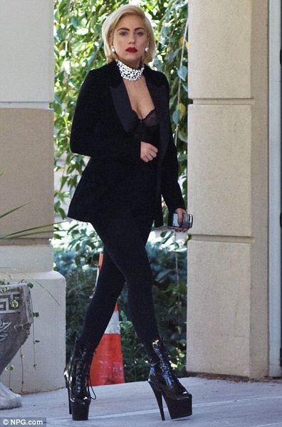 Lady GaGa похоронила дедушку