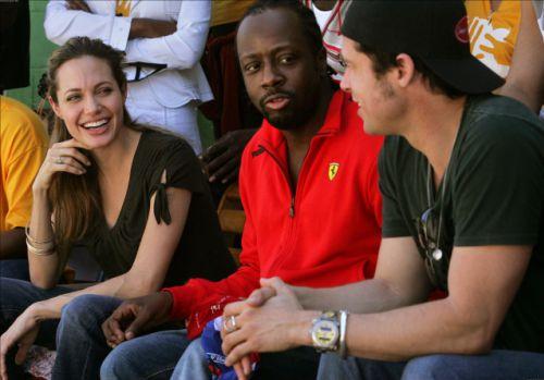 Анджелина Джоли и Брэд Питт пожертвовали миллион жертвам землетрясения на Гаити