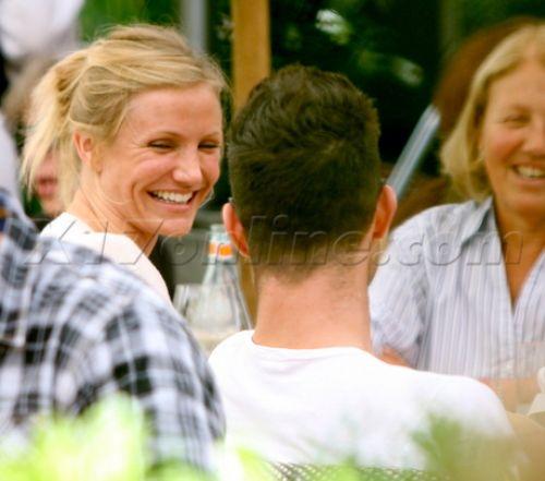 Кэмерон Диаз приходит на второе свидание с мамой