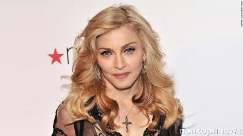 59-летняя Мадонна опубликовала жутковатое селфи с обнаженной грудью