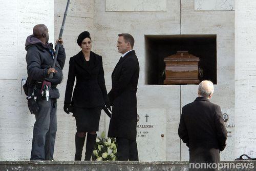 """Дэниел Крэйг и Моника Беллуччи на съемках фильма """"007: Спектр"""" в Риме"""