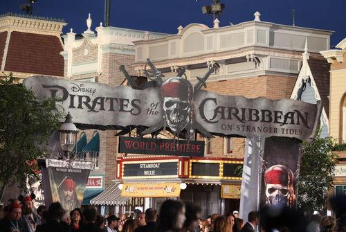 """Премьера фильма """"Пираты Карибского Моря: На странных берегах"""" в Диснейленде"""
