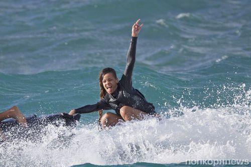 Рианна наслаждается джет-скаингом на Гавайях