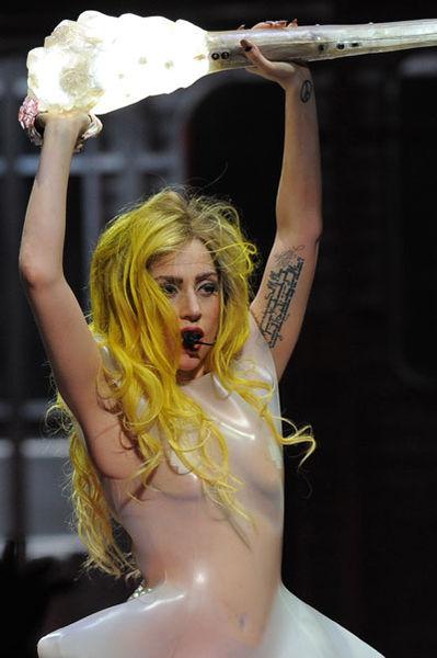 Lady GaGa запрещает лед на концертах