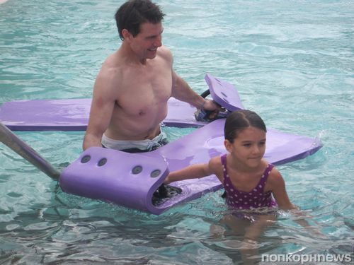 Том Круз с дочерью в аквапарке